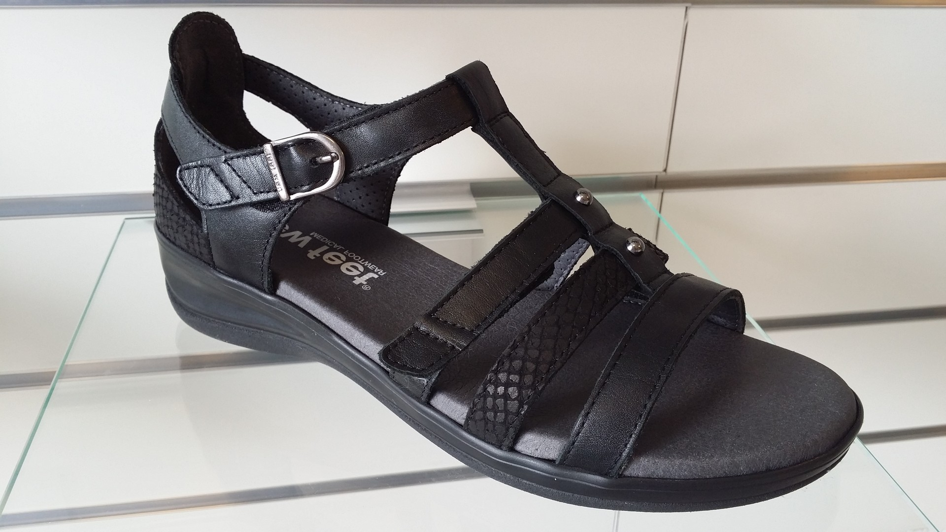 new_feet09a